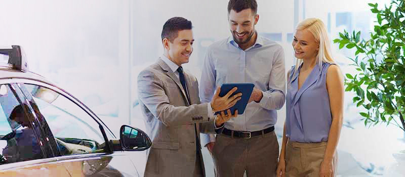 ipad selling car buyers in dealership